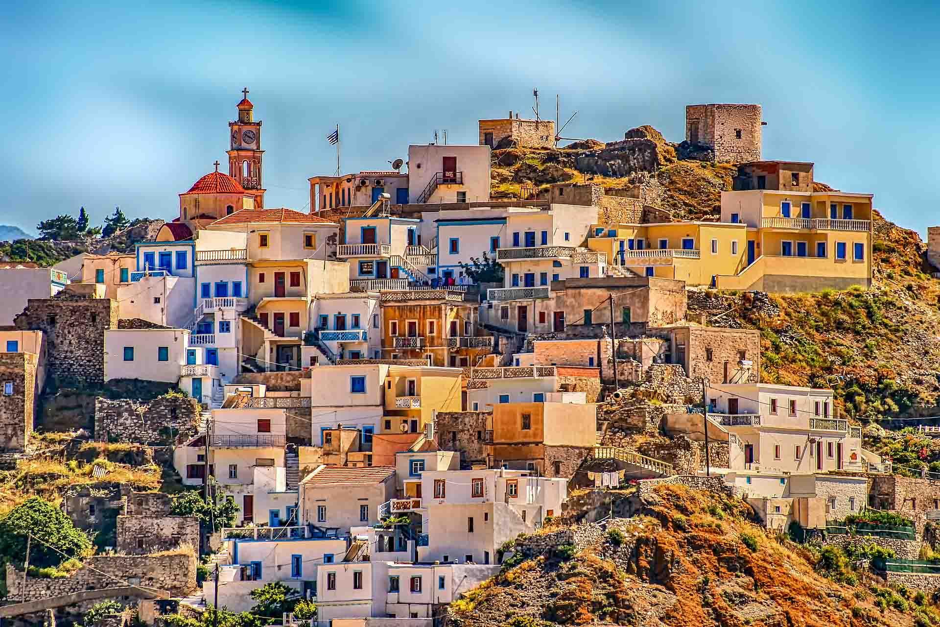 Stadje in Griekenland op een heuvel